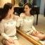 รหัส A221 เสื้อผ้าลูกไม้สีขาวเนื้อดี ซับในในตัว รอบอกประดับด้วยคริสตัลสวยเก๋ thumbnail 3