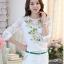 รหัส MN23 เสื้อสไตล์เกาหลี ดีเทลผ้าพื้นสีขาวพิมพ์ลายดอกไม้ ต่อแขนเสื้อผ้าลูกไม้ เพิ่มรายละเอียดด้วยคริสตัลและลูกปัดที่ลายดอก งานละเอียด ตัดเย็บเรียบร้อย thumbnail 2