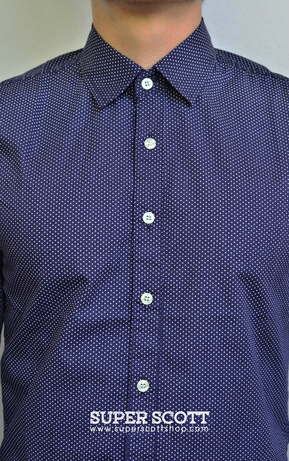 เสื้อเชิ้ต สีน้ำเงิน ลายจุด