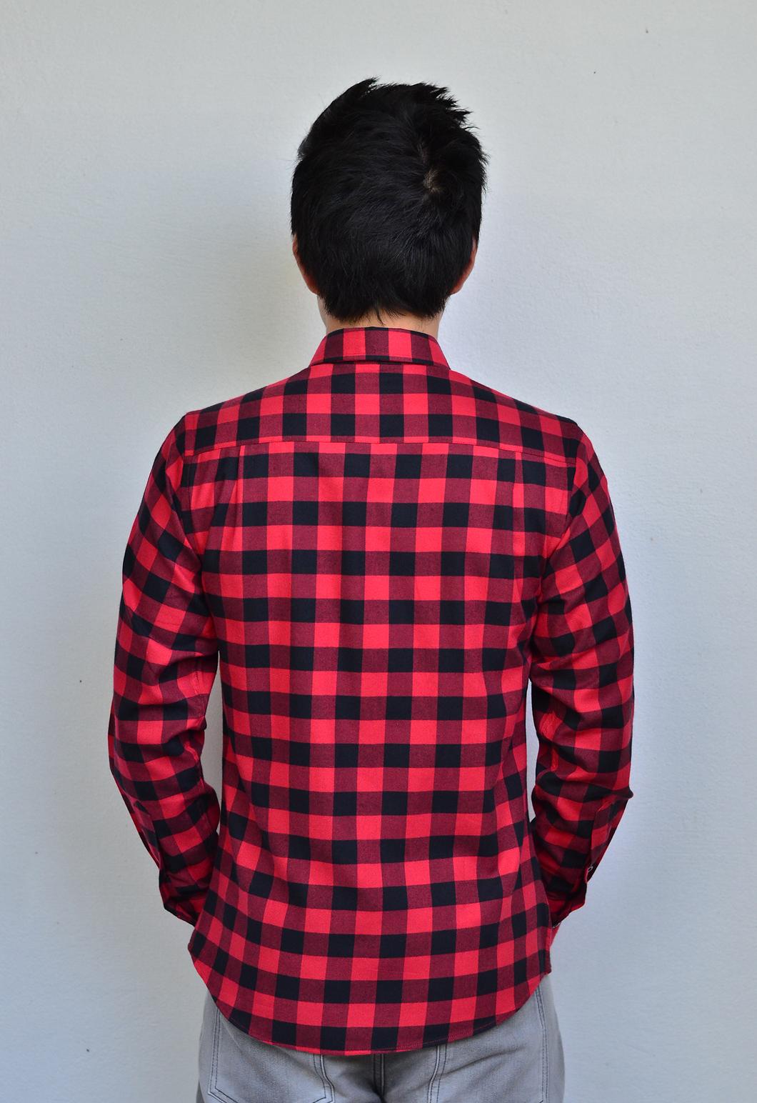 เสื้อลายสก๊อตสีแดง